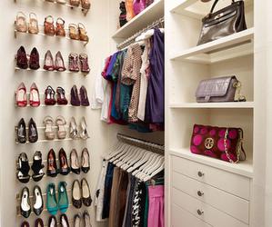 Dicas simples para manter o closet e armário organizado