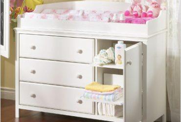 Dobrando as roupinhas e organizando a cômoda do bebê